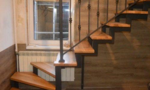 Лестница на второй этаж..