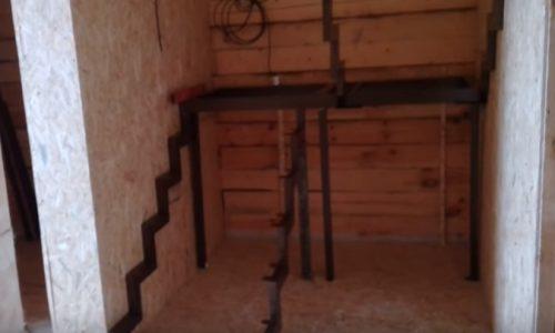 Лестницы на ступенчитом косоуре