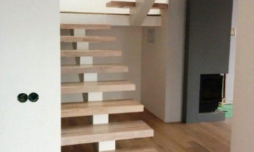 Лестница на монокосоуре с отделкой..